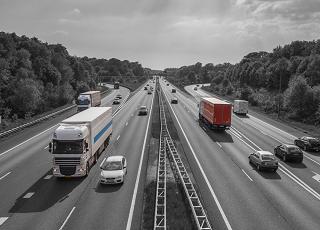 wegtransport., transport over weg, vrachtwagen transport, logistiek over de weg, vrachtwagen transport
